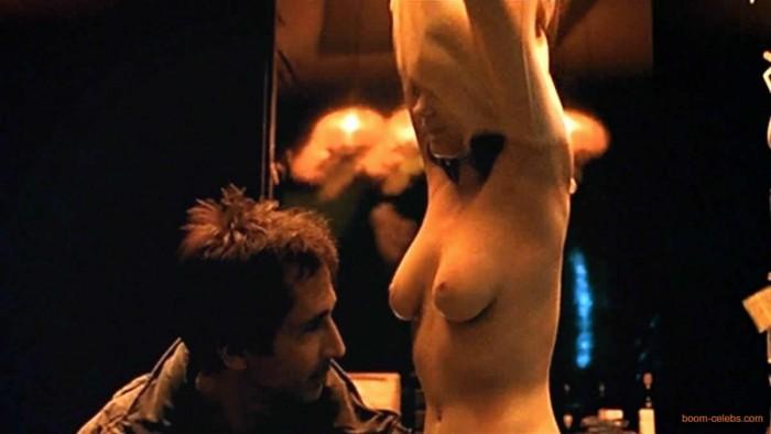 Scarlett johansson nude comic