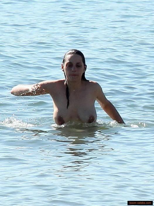 Marion Cotillard tits