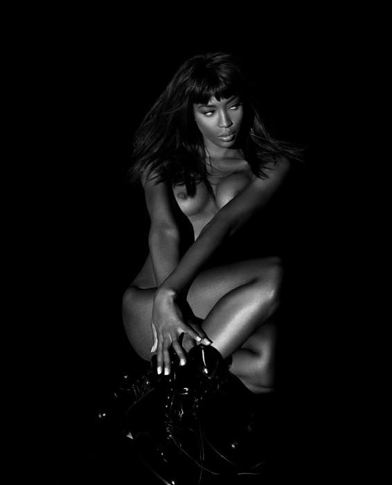 Naomi Campbell sexy photo
