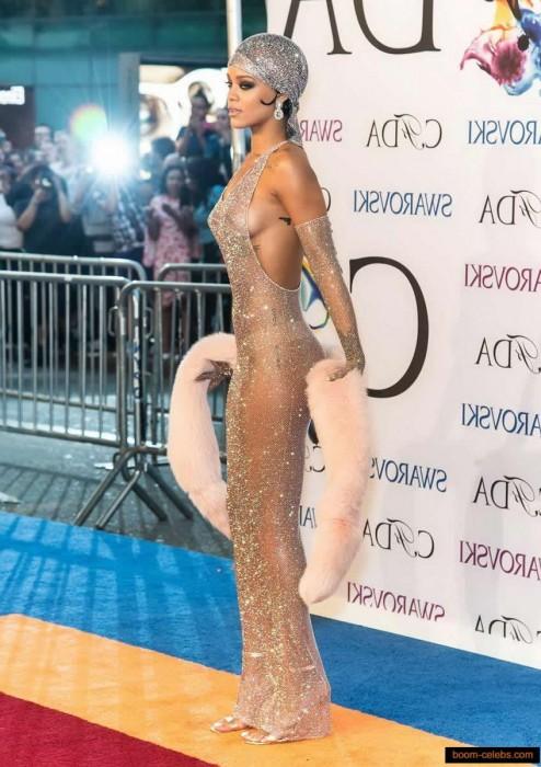 Rihanna sexy pic