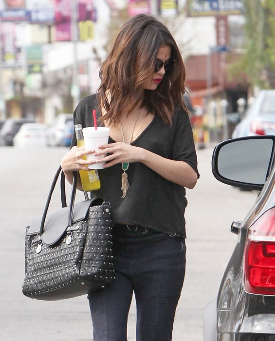 Selena Gomez Braless Paparazzi photo