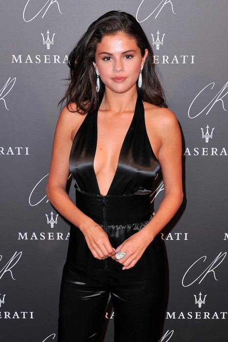 Selena Gomez Braless Pokies on the Red Carpet