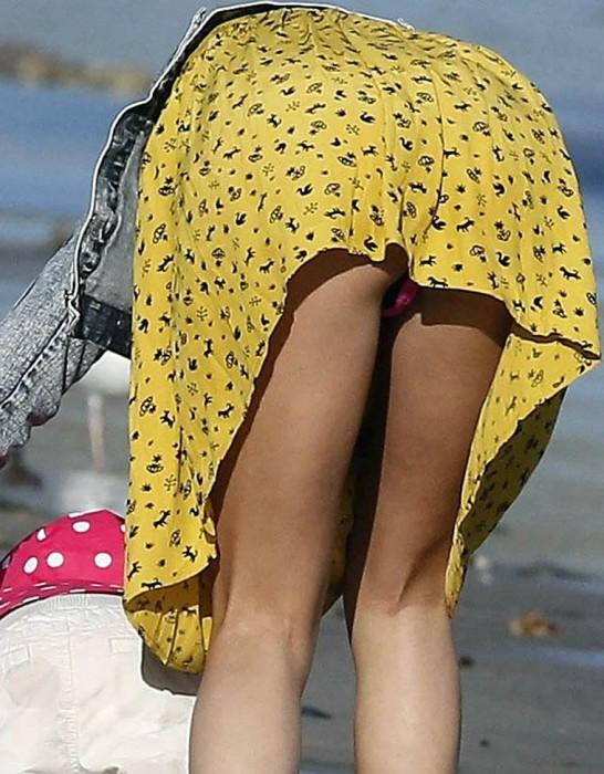 Selena Gomez Panty Upskirt pics
