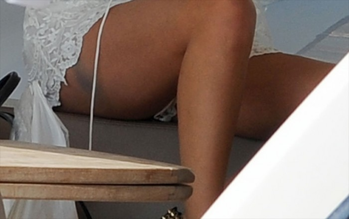 Selena Gomez White Lace Upskirt photo