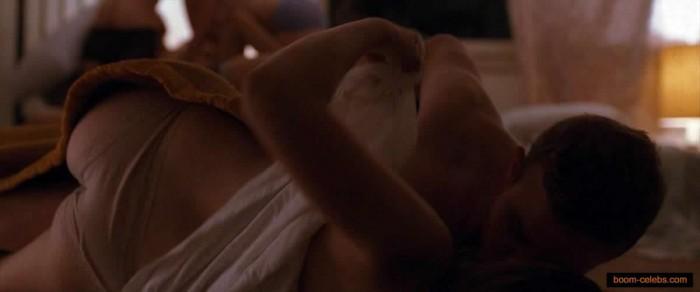 Sexy Elizabeth Olsen showing her ass