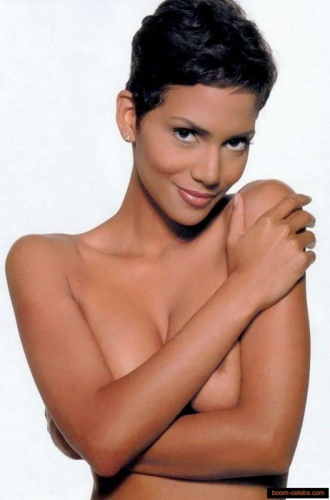 Sexy Halle Berry Topless