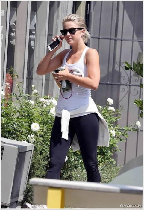 Sexy Julianne Hough Outdoor Workout