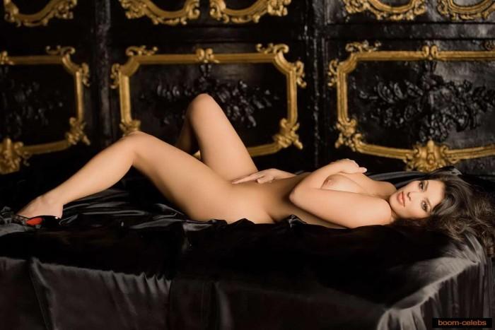 Sexy-Kim-Kardashian-Playboy-2007