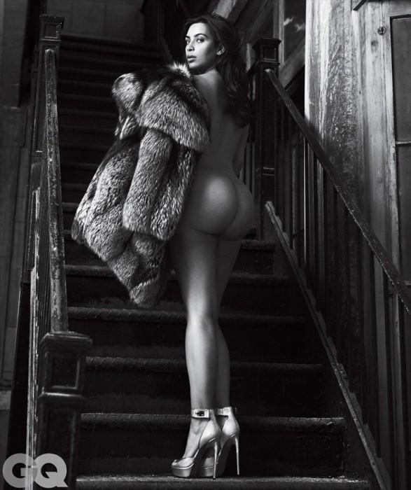 Sexy Kim Kardashian showing her booty