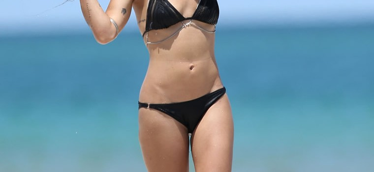 Sexy Zoe Kravitz in black bikini (25 Photos)