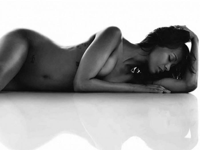 Zoe Saldana Nude Pics