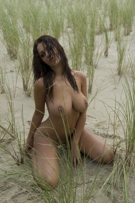 1-holly-peers-nude