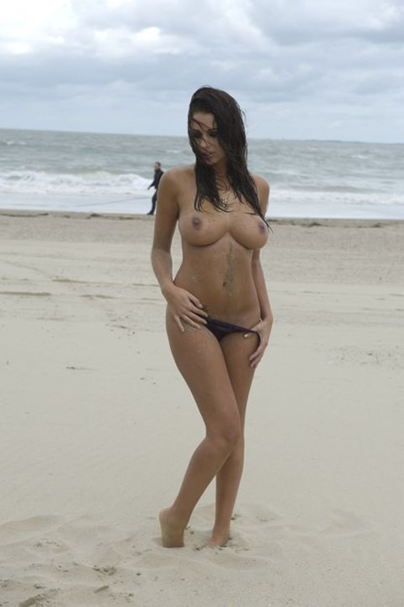 1-holly-peers-topless