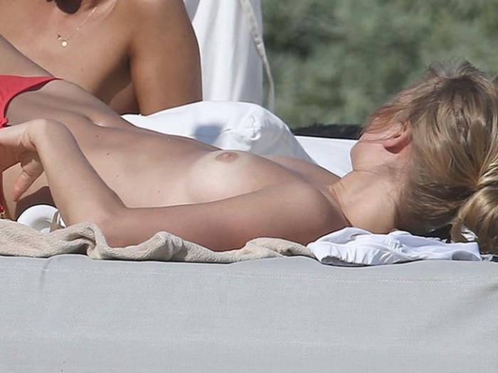 1-toni-garrn-tans-topless-in-mexico-photos-nipples