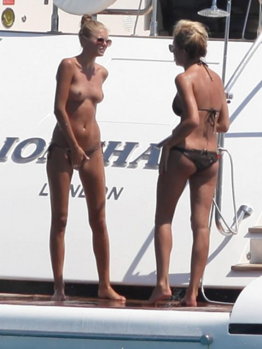 2-sexy-toni-garrn-topless-yacht-ibiza