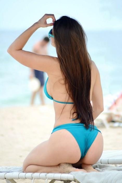 4-anais-zanotti-in-bikini