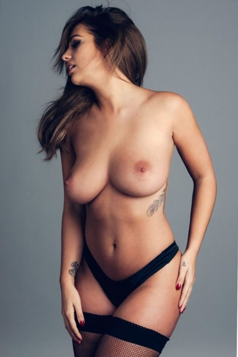 4-holly-peers-topless