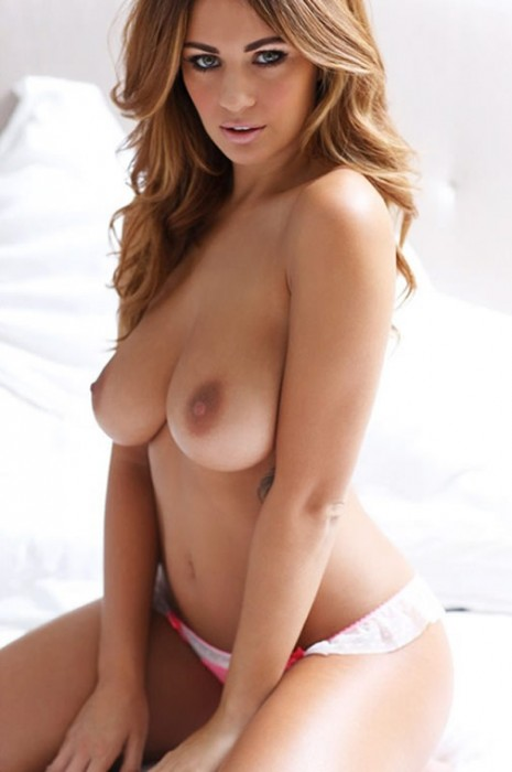 5-sexy-holly-peers-topless