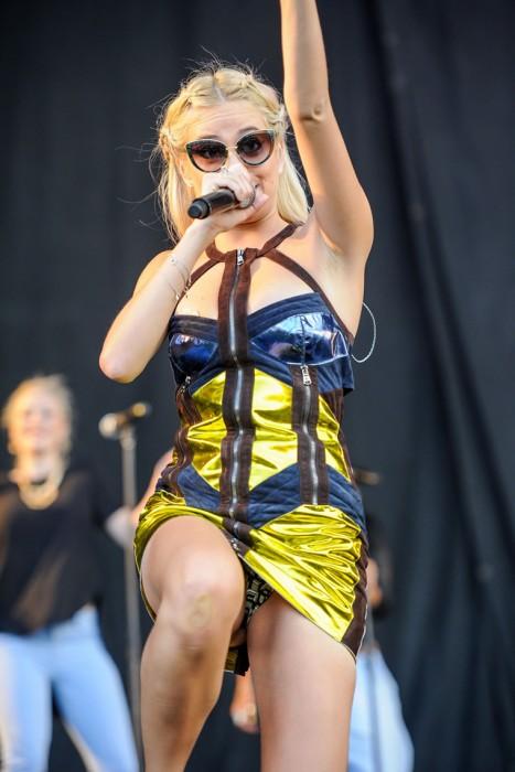 5-sexy-pixie-lott-pantie-upskirt-on-stage