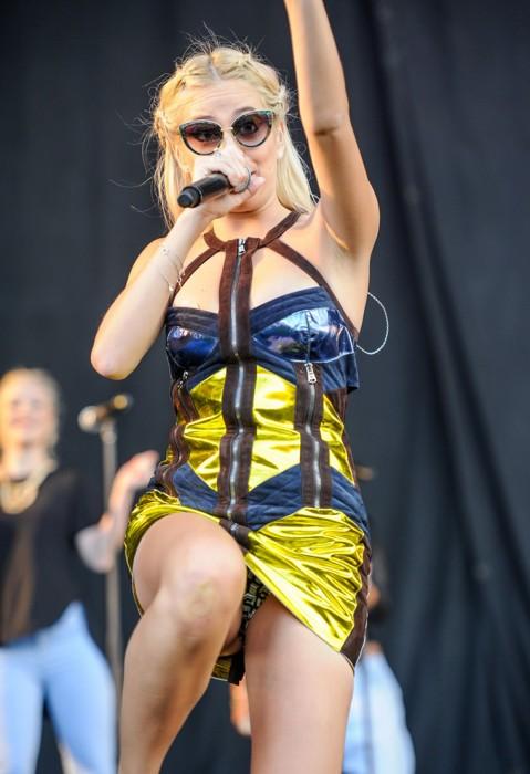 5-sexy-pixie-lott-pantie-upskirt-on-stage-photo
