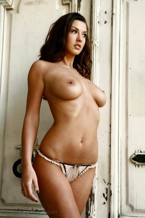 alice-goodwin-nude
