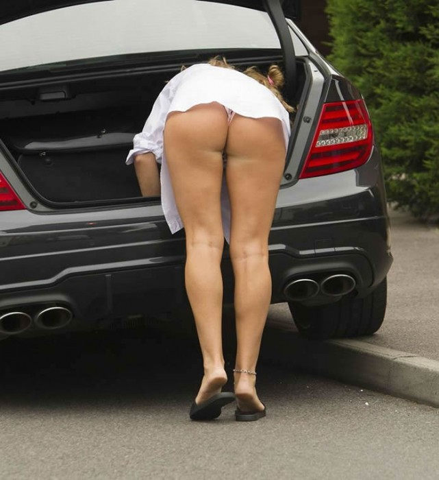 british-actress-and-model-danielle-mason-shows-her-ass-away-from-her-home-in-london