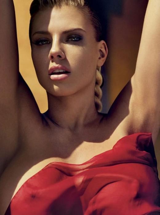 charlotte-mckinney-nipples