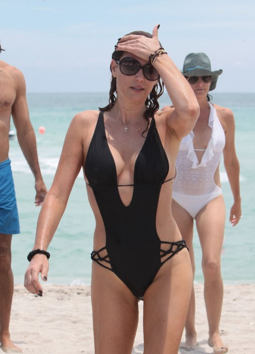 daisy-fuentes-cleavage-in-bikini