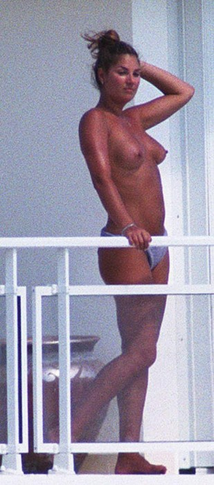 daisy-fuentes-topless-hard-nipples
