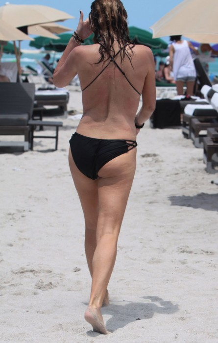 daisy-fuentes-sexy-ass-in-bikini