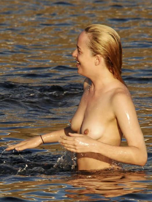 dakota-johnson-nipples