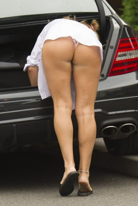 danielle-mason-shows-her-ass-away-from-her-home-in-london