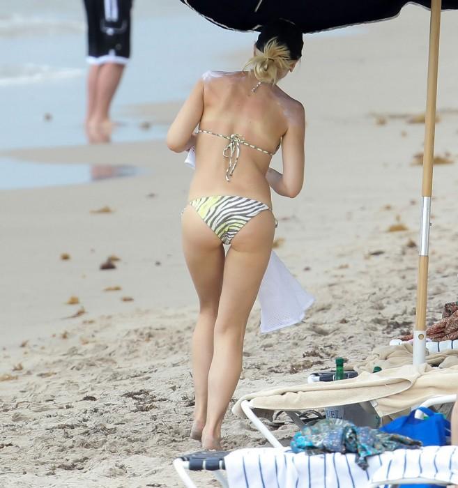 gwen-stefani-in-bikini-sexy-ass