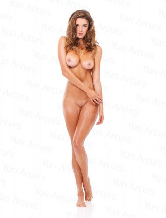 hot-alyssa-arce-nude