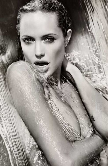 hot-angelina-jolie