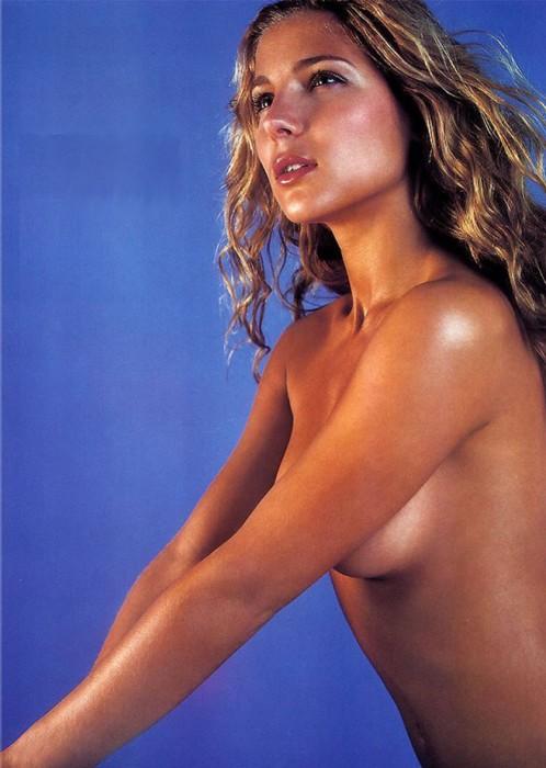 Hot Elsa Pataky Topless