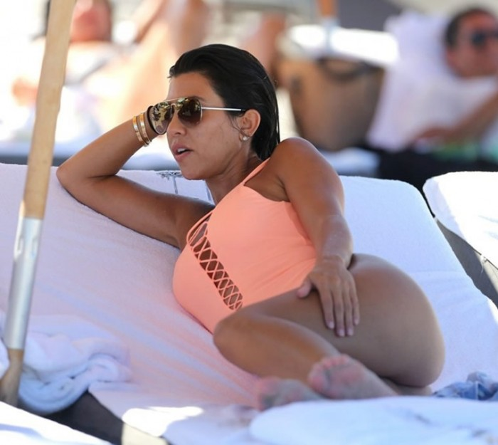 hot-kourtney-kardashian
