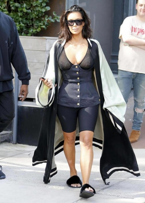 kim-kardashian-braless