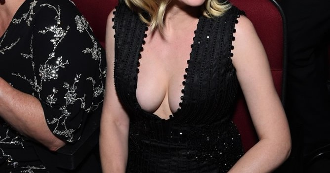 Kirsten Dunst Cleavage (9 Photos)