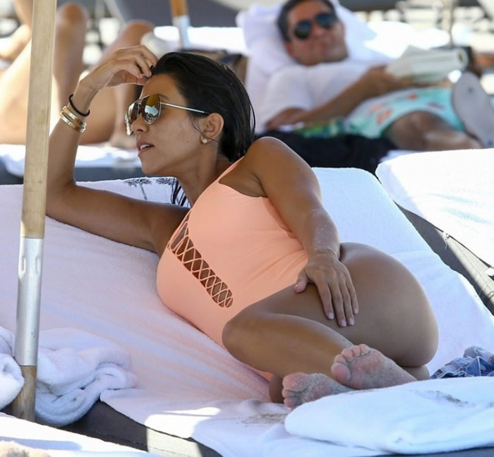 kourtney-kardashian-hot-pic