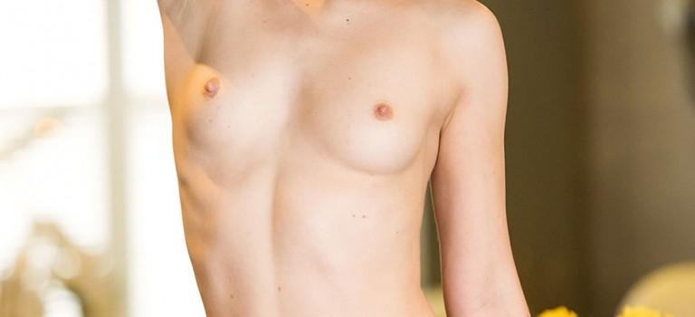 Sexy Mellisa Clarke Topless (10 Photos)