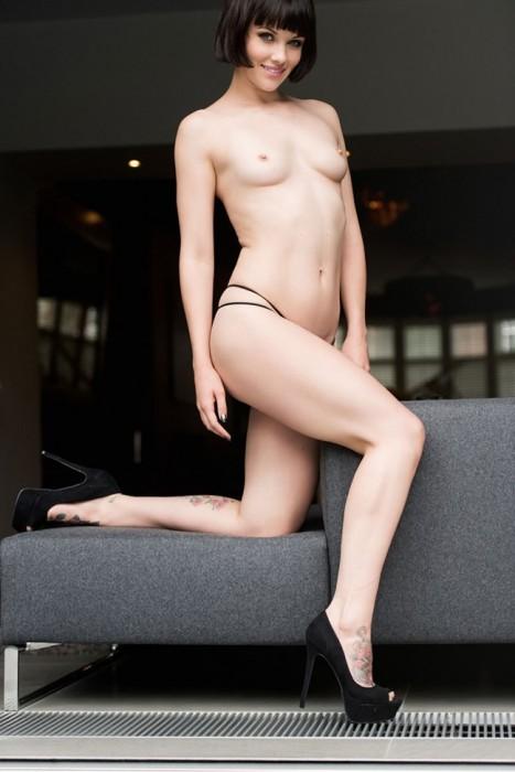 mellisa-clarke-topless-hard-nipples