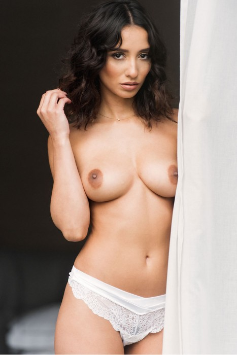 nicola-paul-topless
