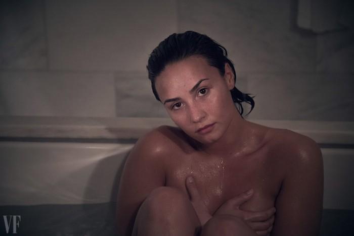sexy-demi-lovato-nude