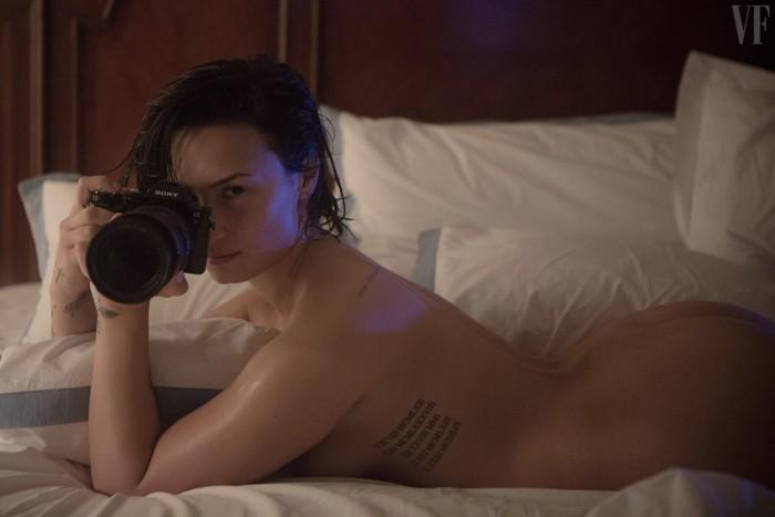 sexy-demi-lovato-posing-nude