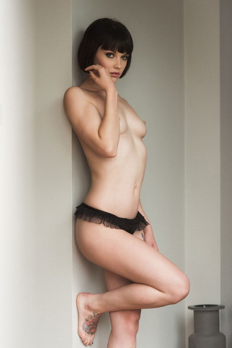 sexy-mellisa-clarke-topless