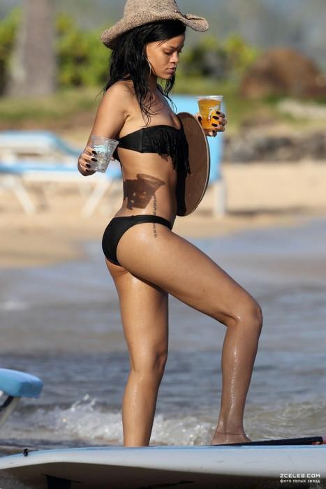 sexy-rihanna-in-bikini