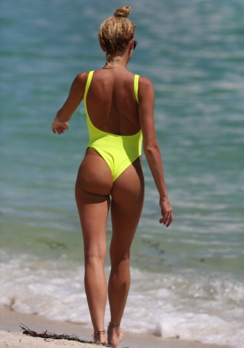 sexy-vicky-xipolitakis-in-swimsuit