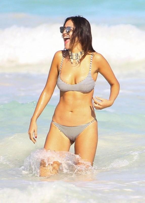 eiza-gonzalez-bikini-candids
