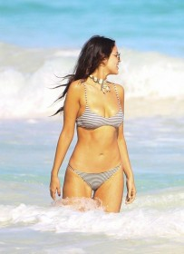 eiza-gonzalez-in-bikini-photo